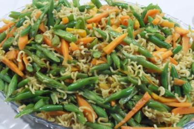 "homegrown vegie stir-fry with ""super mi"" noodles"